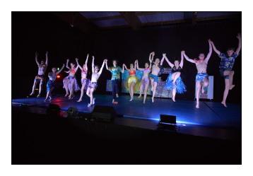 41_Salut_final-troupe